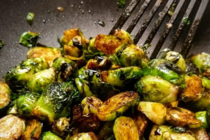 Crispy Brussels Sprouts With Sweet and Spicy Glaze